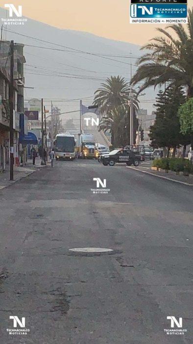 POLICÍAS FRUSTRAN ROBO DE TRAILER EN TECAMACHALCO