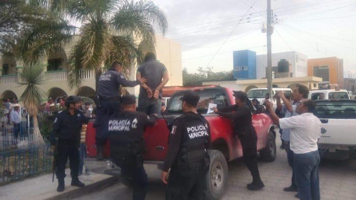 POLICÍA ESTATAL MUERTO DEJA RESCATE DEL PRESIDENTE DE HUEHUETLÁN